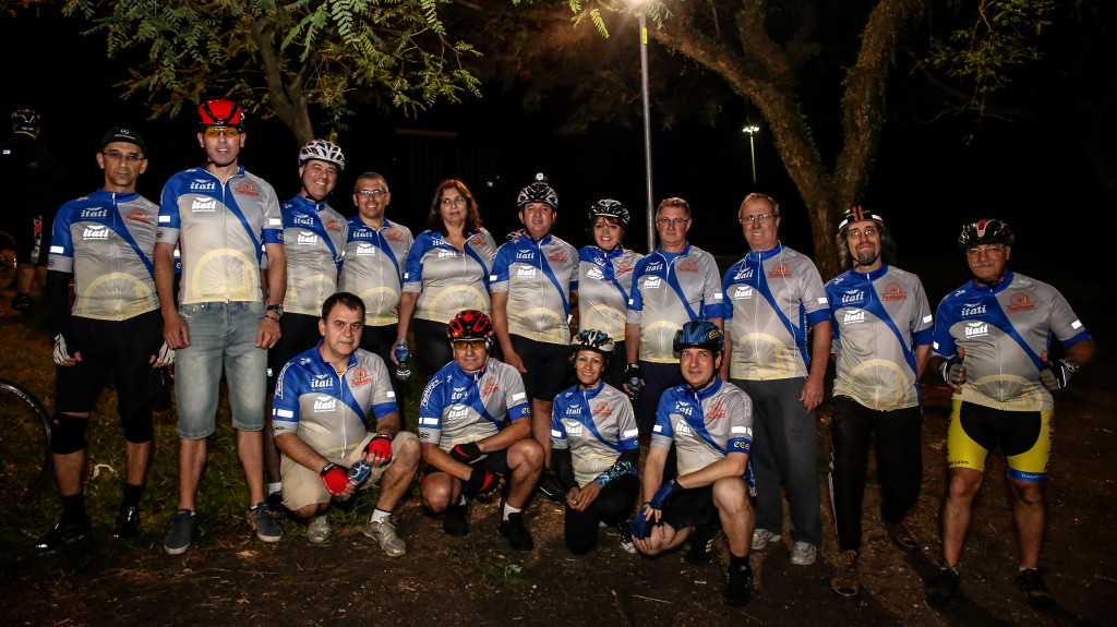 Reflect on the PedAlegre Cycling Club Lighting Up the Night, Photo by Mônica Cruz